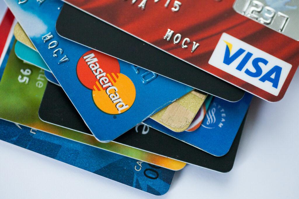 kreditnye-karty-okazalis-pod-ugrozoj-chto-izmenit-novyj-zakon